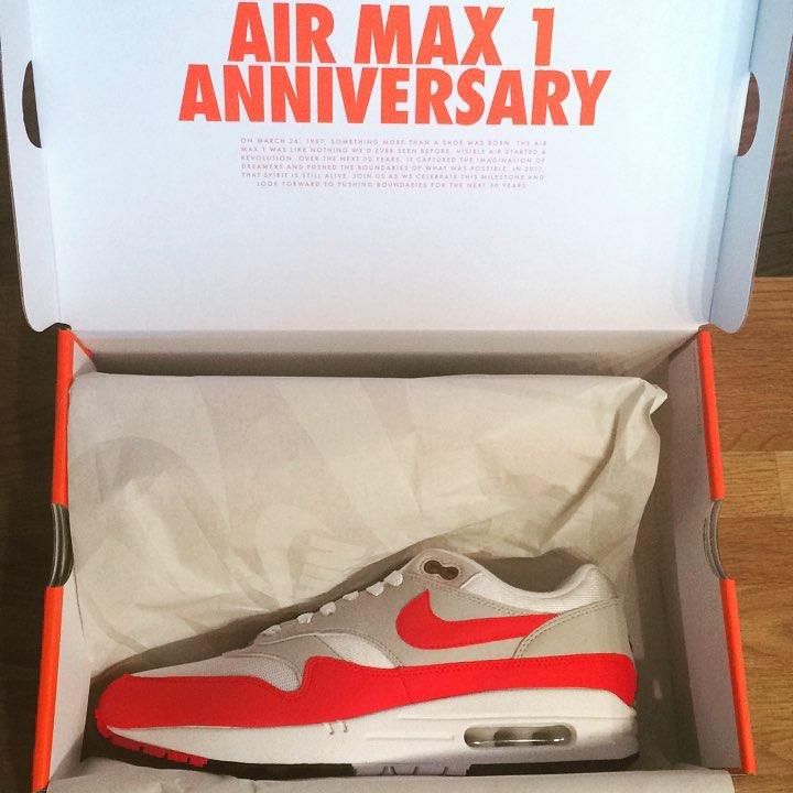 DER Schuh. DER!! 🎊🍾 Endlich. #airmax1 #nike #airmax1og #anniversary #white #red #universityred #sneaker #sneakersaddict